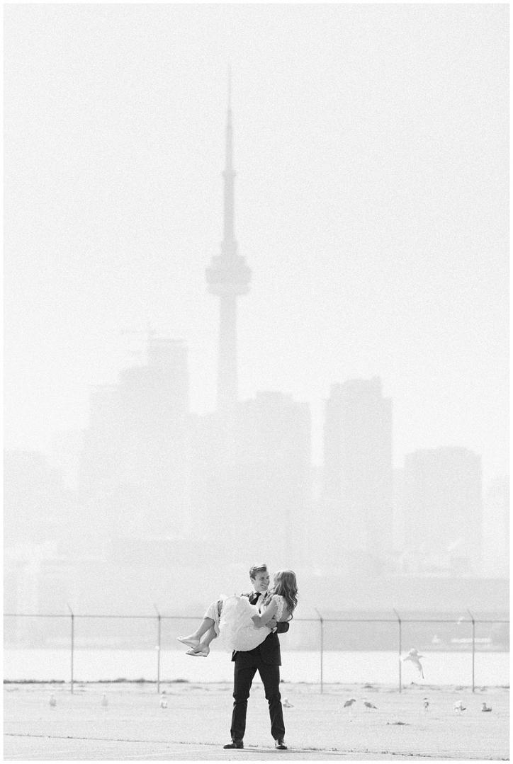 dreamy toronto wedding photos, romantic toronto wedding photos, cherry beach wedding photos, polson pier wedding photos, distillery district wedding photos, rustic bouquet for laid back bride